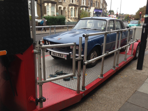 Rover P6 on set